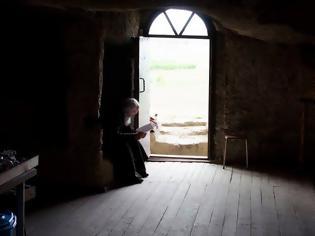 Φωτογραφία για Κάθετι που σε αποσπά και χωρίζει από την προσευχή, να την αφήνεις έξω από την πόρτα της εκκλησίας