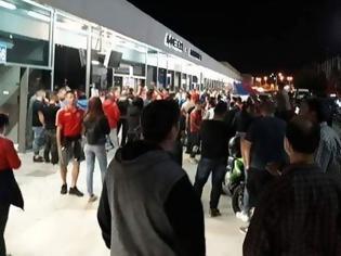 Φωτογραφία για Χαμός στο αεροδρόμιο της Ρόδου: Πάνω από 200 άτομα υποδέχθηκαν τον Διαγόρα
