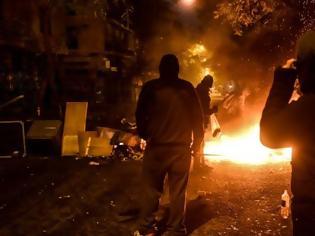 Φωτογραφία για Επίθεση με μολότοφ σε αστυνομικούς στην Θεσσαλονίκη