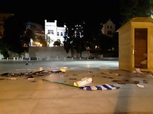 Φωτογραφία για Καβάλα: Έσπασαν εκλογικά περίπτερα κομμάτων