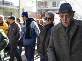 Φωτογραφία για ARD: Οι συνταξιούχοι στην Ελλάδα θα πληρώσουν το 1/3 της «13ης σύνταξης» σε φόρους