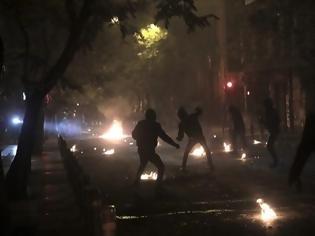 Φωτογραφία για Νύχτα επεισοδίων σε Εξάρχεια και Θεσσαλονίκη