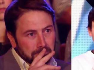 Φωτογραφία για Ο πατέρας ξέσπασε σε δάκρυα όταν ο γιος του βγήκε στη σκηνή. Το καλύτερο όμως έγινε αμέσως μετά…