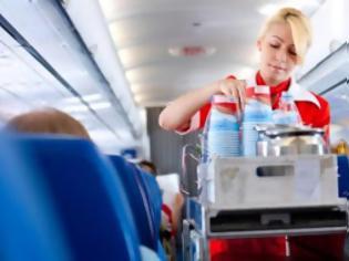 Φωτογραφία για Γιατί δεν πρέπει να παίρνετε ποτέ τσάι ή καφέ στο αεροπλάνο