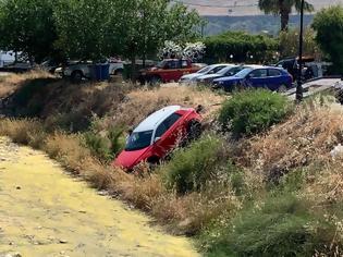Φωτογραφία για Ρόδος: Πήγε στο φαρμακείο και... βρήκε το αμάξι της στον ποταμό (ΦΩΤΟ)