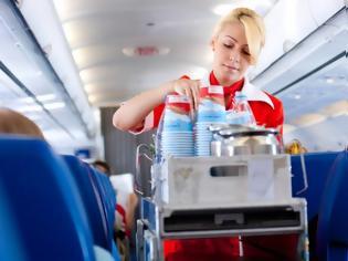 Φωτογραφία για Γιατί πρέπει να αποφεύγετε να πίνετε καφέ ή τσάι στο αεροπλάνο