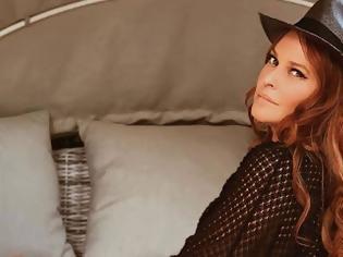 Φωτογραφία για Η Σίσσυ Χρηστίδου δημοσίευσε την πρώτη φωτογραφία της με μαγιό και έδειξε τις ατέλειές της! (εικόνες)