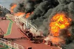 Εκρήξεις στα τάνκερ στον Κόλπο Ομάν: Από τορπίλες και μαγνητικές νάρκες χτυπήθηκαν τα πλοία