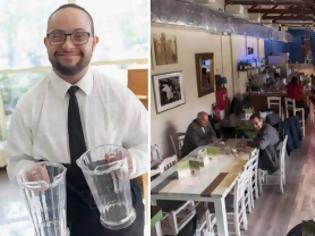 Φωτογραφία για Mύρτιλλο: το αθηναϊκό café που προσλαμβάνει αποκλειστικά άτομα με αναπηρία, μας υποδέχεται στο νέο του χώρο