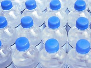 Φωτογραφία για Όλες οι αλήθειες που δεν μάθατε ποτέ για τα μπουκάλια από τα οποία πίνουμε νερό