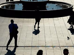 Φωτογραφία για «Βραδυφλεγής βόμβα το δημογραφικό»: 100 εργαζόμενοι θα συντηρούν 169 μη απασχολούμενους στην Ελλάδα το 2060