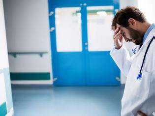 Φωτογραφία για Μπάχαλο σε μεγάλα νοσοκομεία της περιφέρειας – Ανοργανωσιά και κόντρες λόγω ελλείψεων προσωπικού