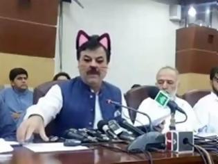 Φωτογραφία για Γιατί Πακιστανός υπουργός εμφανίστηκε με ...ροζ αυτάκια και μουστάκια γάτας (pics)