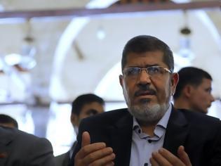 Φωτογραφία για Αίγυπτος: Ο πρώην πρόεδρος πρόεδρος Μοχάμεντ Μόρσι πέθανε στο δικαστήριο