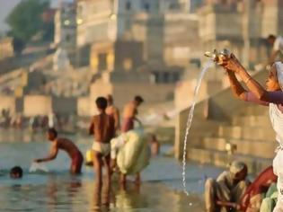 Φωτογραφία για Βρέθηκε η σορός του Ινδού «Χουντίνι» στον Γάγγη