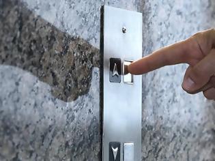 Φωτογραφία για Έως και 10 φορές πιο γρήγορα έρχονται τα ασανσέρ αν πατήσουμε πολλές φορές το κουμπί, αποκαλύπτει απόρρητη έκθεση