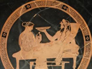 Φωτογραφία για Γιατί οι αρχαίοι πρόγονοί μας έβαζαν νερό στο κρασί τους και θεωρούσαν βάρβαρους όσους μεθούσαν. Τα περίφημα συμπόσια στον ανδρωνίτη, οι παρεκτροπές και ο αποκλεισμός των γυναικών