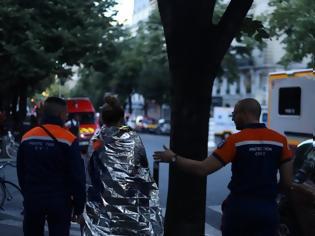 Φωτογραφία για Τρεις νεκροί από πυρκαγιά σε εξαώροφο κτίριο στο κέντρο του Παρισιού