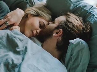 Φωτογραφία για Εάν κοιμάται σε αυτή τη στάση μαζί σου, είναι ο ένας και μοναδικός