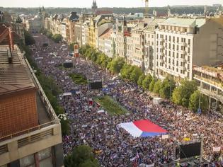 Φωτογραφία για Μεγάλη αντικυβερνητική διαδήλωση στην Πράγα