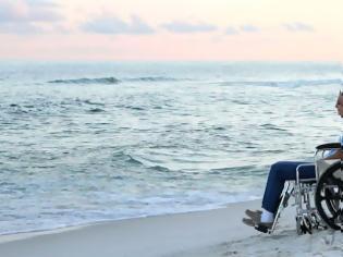 Φωτογραφία για Μια ειδική ράμπα ΑμεΑ σε κάθε παραλία