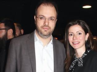 Φωτογραφία για Συνεχίζεται το προεκλογικό «πάρτι» διορισμών και μετατάξεων: Στην Εθνική Βιβλιοθήκη η σύζυγος Θεοχαρόπουλου!