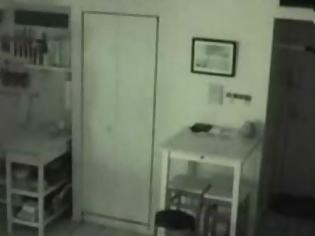 Φωτογραφία για Άκουγε θορύβους στην κουζίνα του και έβαλε κρυφή κάμερα – Δεν μπορείτε να φανταστείτε τι ανακάλυψε