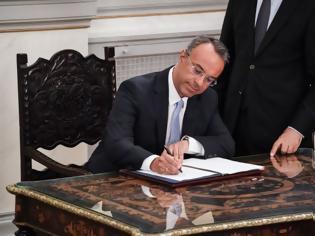 Φωτογραφία για Νέο ΦΕΚ: Αυτή είναι η ιεραρχία των υπουργείων – Ποιος είναι ο πρώτος υπουργός – Δείτε τη λίστα