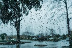Βροχές και καταιγίδες σε αρκετές περιοχές σήμερα Παρασκευή – Πώς εξελίσσεται η κακοκαιρία