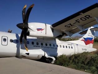 Φωτογραφία για Νάξος: Έκλεισε το αεροδρόμιο - Αεροσκάφος έπεσε σε χαντάκι!
