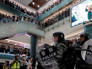 Φωτογραφία για Συγκρούσεις αστυνομίας - διαδηλωτών σε εμπορικό κέντρο