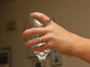 Φωτογραφία για ΚΑΤΑΣΚΕΥΕΣ - Άλλαξε όψη στα ποτήρια του κρασιού κι ετοιμάσέ τα για το τραπέζι σου!