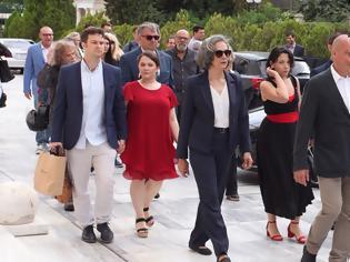Φωτογραφία για Ο Βαρουφάκης έφτασε στη Βουλή με τον «στρατό» του