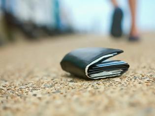 Φωτογραφία για Άνδρας βρίσκει μέσα σε χαμένο πορτοφόλι, το πιο συγκινητικό γράμμα χωρισμού. Δεν είχε ιδέα όμως για αυτό που ακολούθησε..