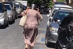 Αθήνα: Η viral φωτογραφία με την κατσαρόλα από το Κολωνάκι