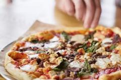 6 τρικ για να φας σωστά την πίτσα (ζεστή, χωρίς να χαλάσει, τραγανή και την επόμενη ημέρα)