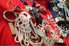 Μαϊμού τεχνικοί της ΔΕΗ ζήτησαν κοσμήματα από ηλικιωμένη για να δουν την τάση του ρεύματος!