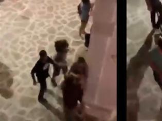 Φωτογραφία για Αγριος ξυλοδαρμός τουρίστα από αστυνομικό στην Αντίπαρο -ΕΔΕ διέταξε η ΕΛ.ΑΣ. (video)!!