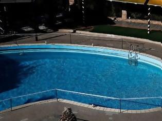 Φωτογραφία για Νέα τραγωδία σε πισίνα: Νεκρή 43χρονη που έκανε τις διακοπές της στη Σάμο