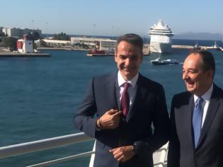 Φωτογραφία για Κυριάκος Μητσοτάκης: Η επίσκεψη στο υπουργείο Ναυτιλίας και η γραβάτα με τις άγκυρες