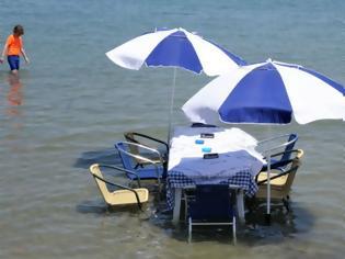 Φωτογραφία για Ταβέρνα έχει τραπέζι μέσα στην θάλασσα