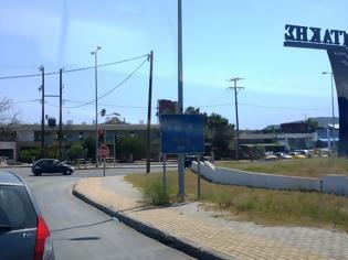 Φωτογραφία για Πινακίδες κυκλοφορίας στο έλεος τους - φωτο