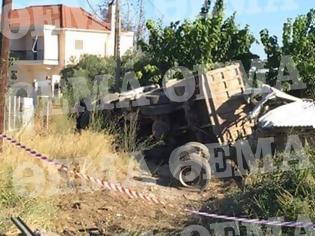 Φωτογραφία για Φορτηγό αναποδογύρισε και γκρέμισε ολόκληρο σπίτι!