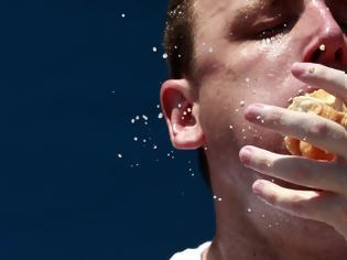 Φωτογραφία για Αδυνάτισμα: Τι συμβαίνει όταν τρώτε γρήγορα και τι όταν τρώτε αργά