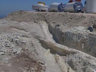 Φωτογραφία για Λέσβος: Αποκαλύφθηκαν δυο «γιγάντιοι» κορμοί απολιθωμένων δένδρων (pics)