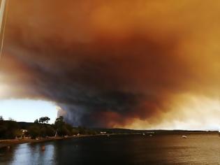 Φωτογραφία για Καίγονται τα πρώτα σπίτια στην Εύβοια - Εκκενώθηκαν τρία χωριά (pics+video)
