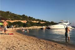 ΚΑΤΑΓΓΕΛΙΑ: Έχει παραγίνει το κακό με τα σκάφη να αγκυροβολούν στα ρηχά… δίπλα στους λουόμενους στη Παραλία