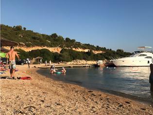 Φωτογραφία για ΚΑΤΑΓΓΕΛΙΑ: Έχει παραγίνει το κακό με τα σκάφη να αγκυροβολούν στα ρηχά… δίπλα στους λουόμενους στη Παραλία Λυγιά στην ΠΛΑΓΙΑ -[ΦΩΤΟ]