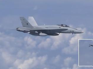 Φωτογραφία για Σουκχόι καταδιώκουν F-18 που προσέγγισε το αεροσκάφος του υπουργού Άμυνας της Ρωσίας!