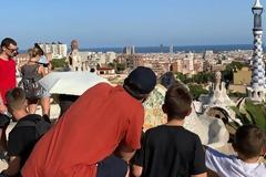 Φωτος από τις διακοπές της οικογένειας Τσίπρα στη Βαρκελώνη
